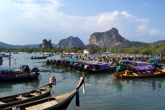 Ko Yao Noin satama Thaimaassa.