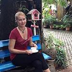 x-NELIO-hieronnan-jälkeen-nautiskellaan-puutarhassa-kuppi-teetä